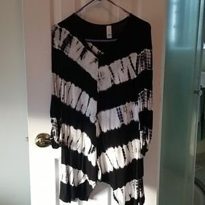 R Black and white PL top w/ rhinestones long top